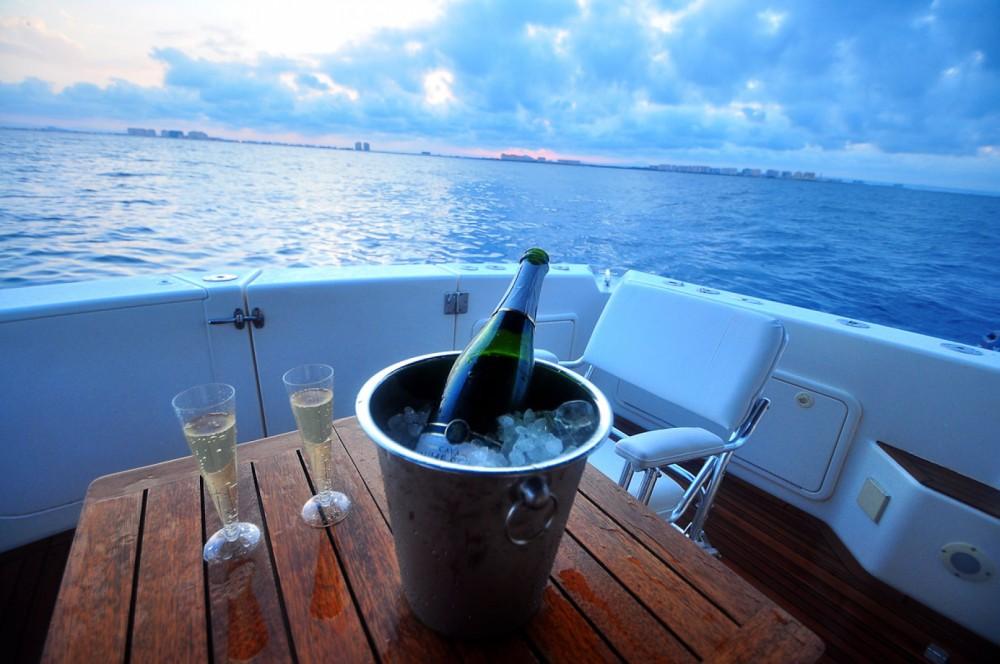 Rental yacht  - Riviera Riviera 40 Open Flybridge on SamBoat