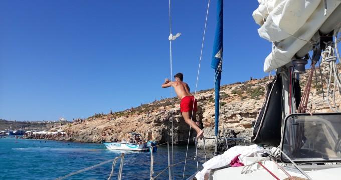 Rental yacht Ta' Xbiex - Dufour Dufour 2800 on SamBoat