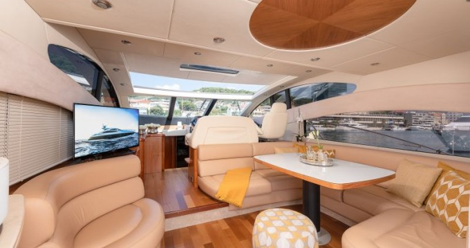 Hire Yacht with or without skipper Sunseeker Split