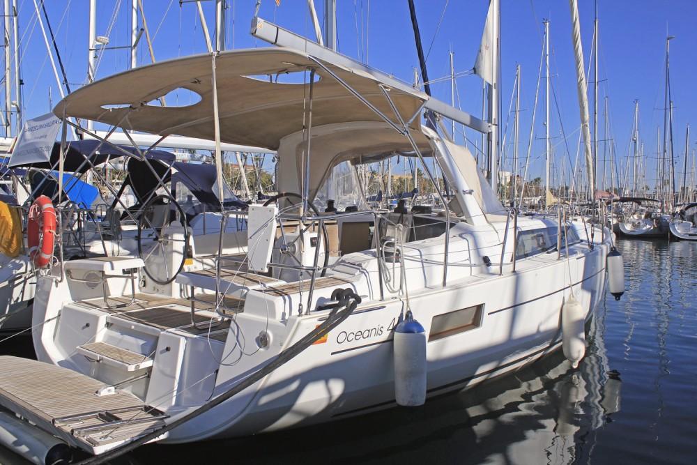 Boat rental Bénéteau Oceanis 41.1 in Barcelona on Samboat