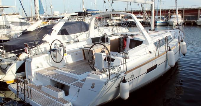 Boat rental Bénéteau Oceanis 45 in Barcelona on Samboat