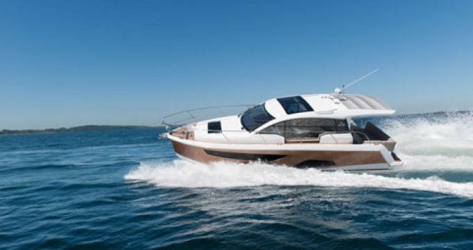 Hire Motorboat with or without skipper Sealine Pula