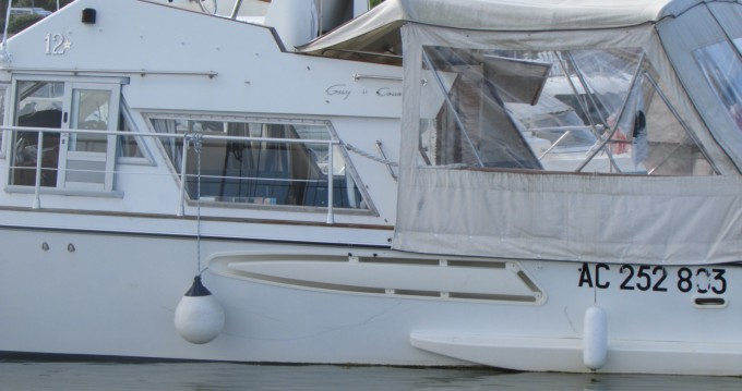 Rental Motorboat in Le Verdon-sur-Mer - Guy Couach Guy Couach 1200 Fly