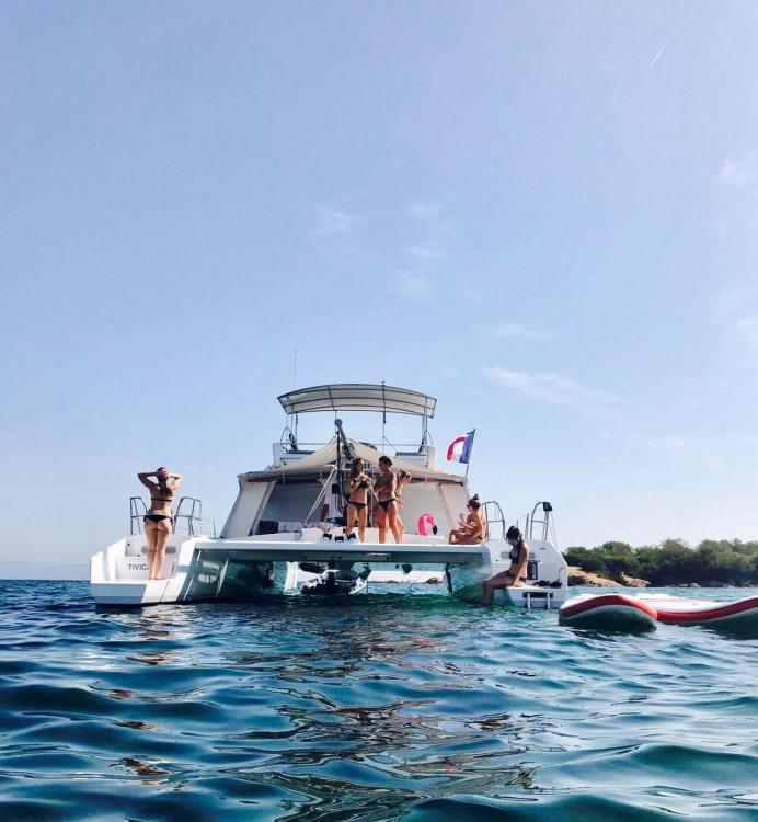 Rental Motorboat in Cogolin - Catamaran Modèle unique