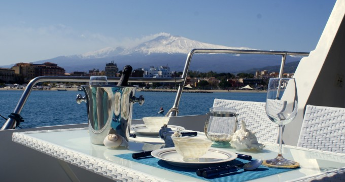 Motorboat for rent Taormina at the best price