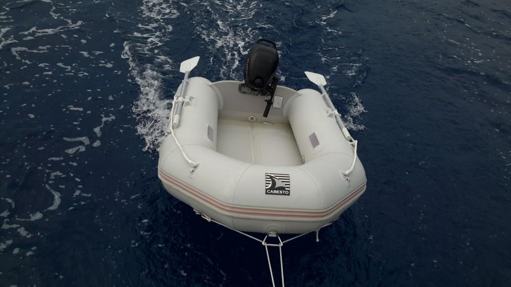 Sailboat for rent Le Lavandou at the best price