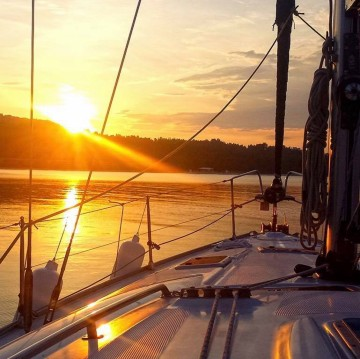 Sailboat for rent Sithonia at the best price