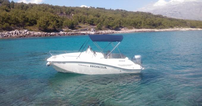 Boat rental Quicksilver Activ 555 Open in Sumartin on Samboat