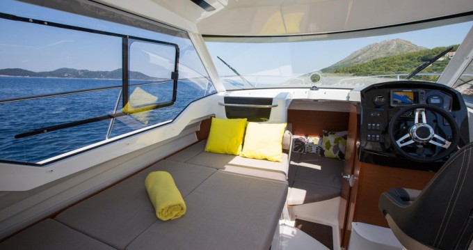 Hire Motorboat with or without skipper Jeanneau Sumartin