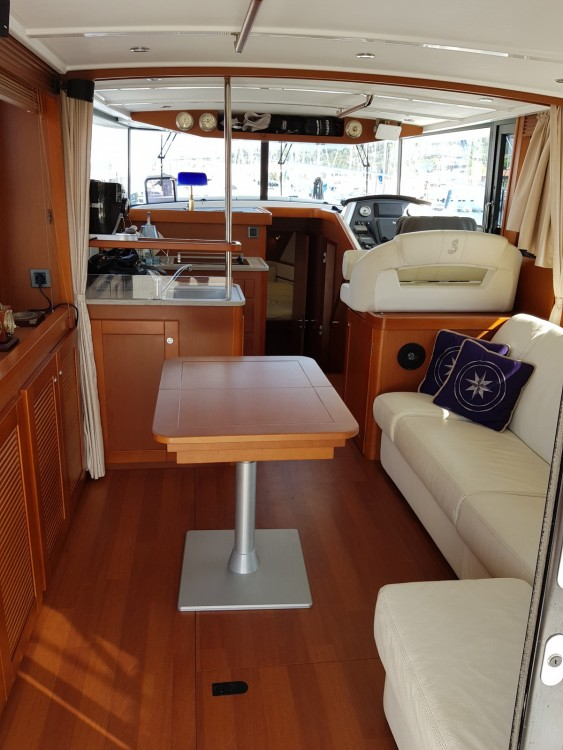 Rent a Bénéteau Swift Trawler 44 Puntone di Scarlino