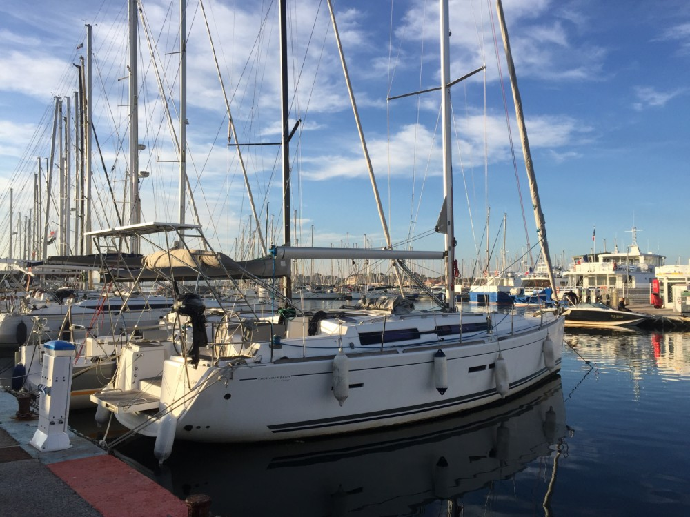 Rental Sailboat in Saint-Mandrier-sur-Mer - Dufour Dufour 405 Grand Large