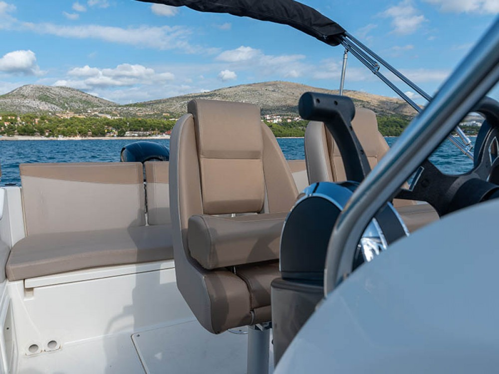 Quicksilver Activ 675 between personal and professional Trogir