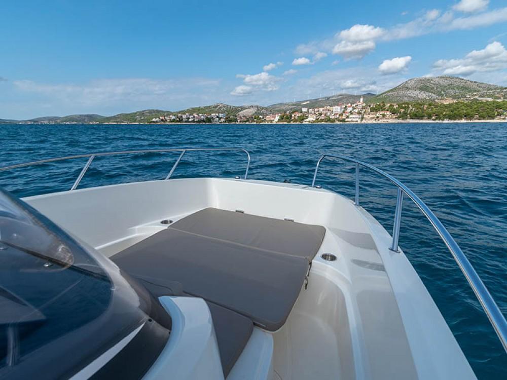 Rental Motor boat in Trogir - Quicksilver Activ 675