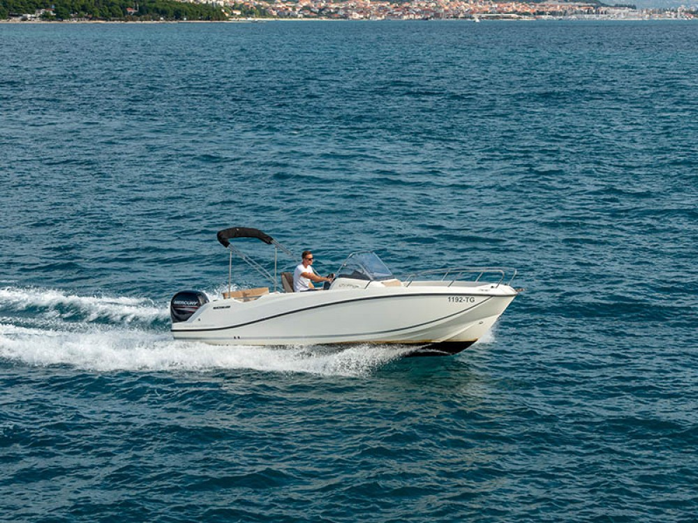 Boat rental Trogir cheap Activ 675