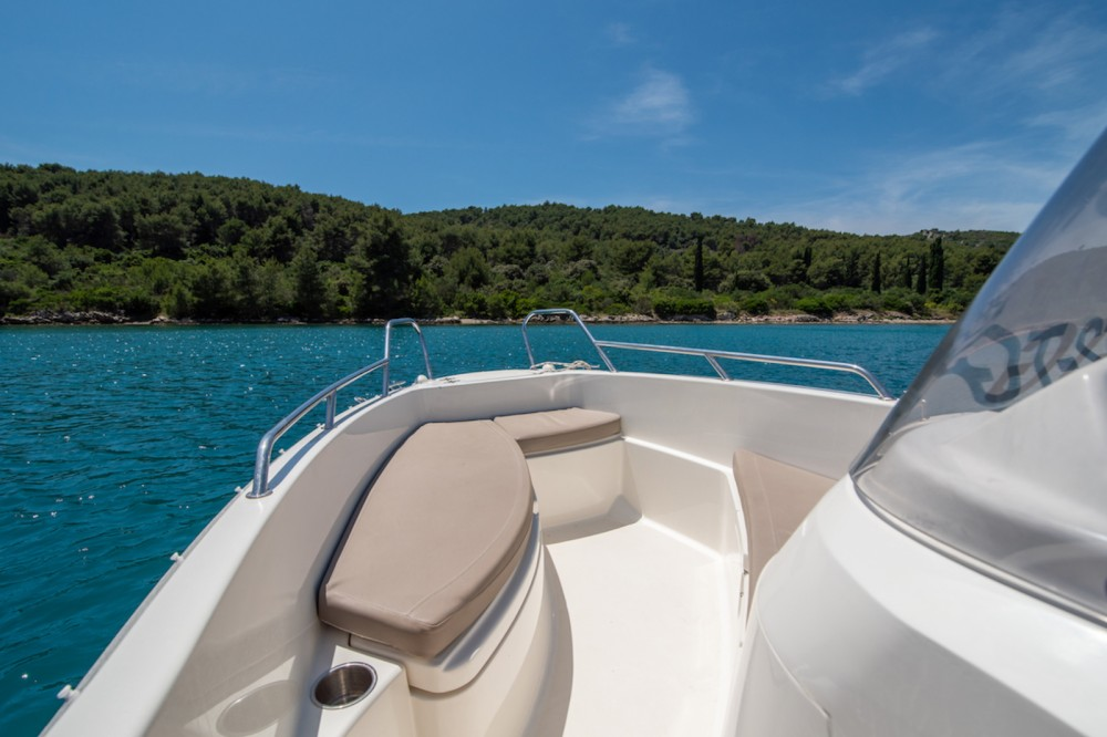 Quicksilver Activ 455 Open between personal and professional Trogir