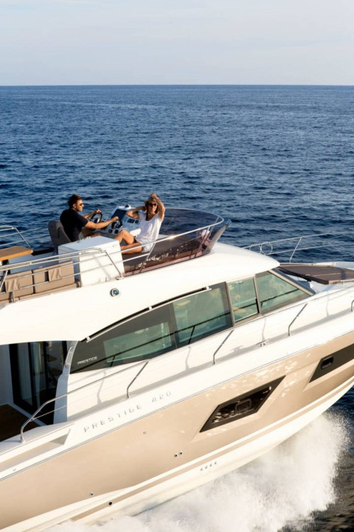 Hire Motorboat with or without skipper Jeanneau Bandol