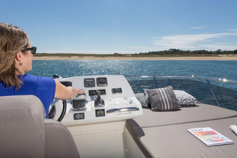 Rental Motorboat in Bandol - Jeanneau Prestige 420 Fly
