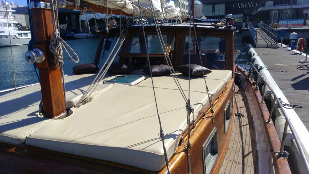 Sailboat for rent Setúbal at the best price