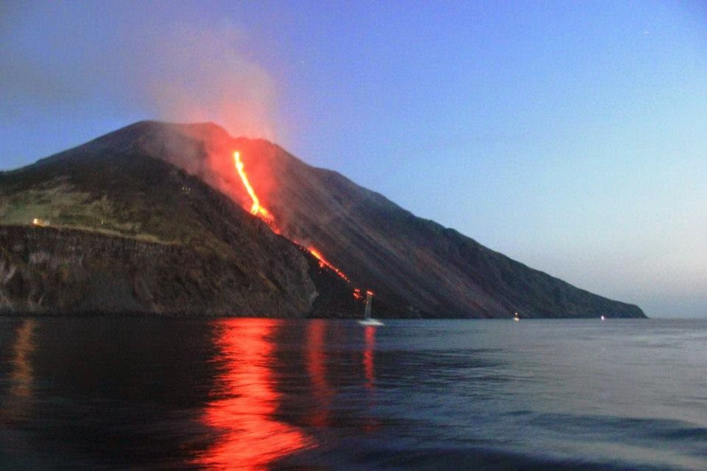 Rental Motorboat in Lipari - Cranchi Zaffiro 32