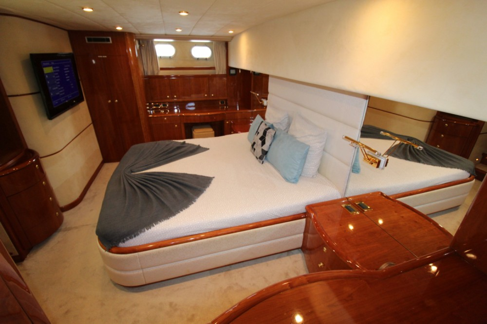 Yacht for rent Cole Bay at the best price