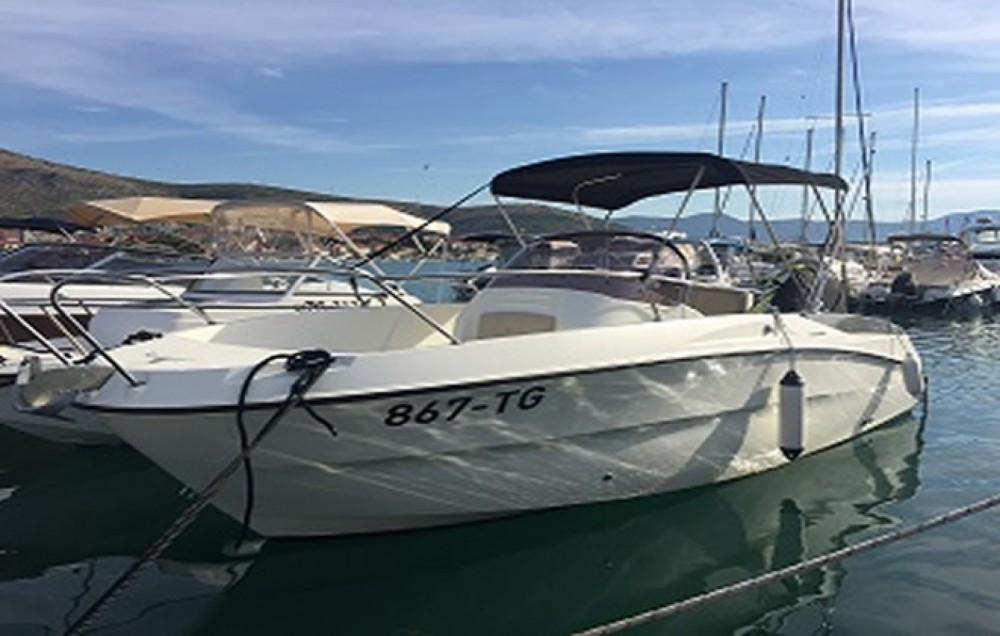 Karnic 2251 Open between personal and professional Trogir