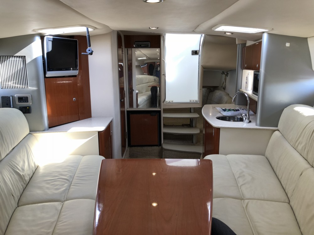 Rental yacht Argostolion - Formula 37ss on SamBoat