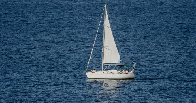 Rent a Bénéteau Oceanis 38.1 Rethymno