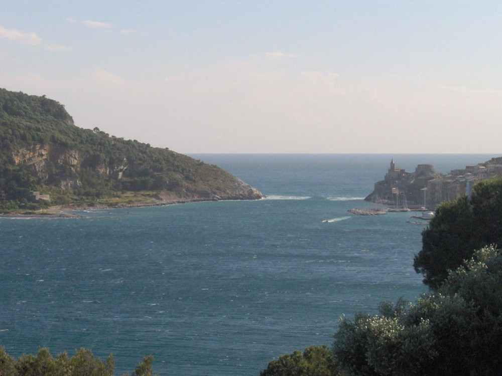 Motorboat for rent Portovenere at the best price