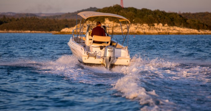 Rental Motorboat Bluline with a permit