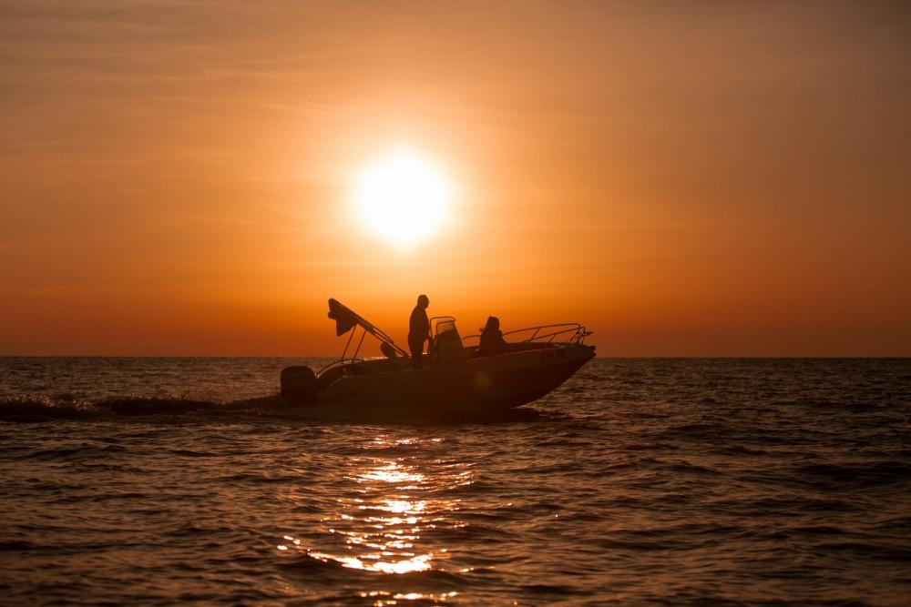 Rental Motor boat in Orsera - Bluline Bluline 19