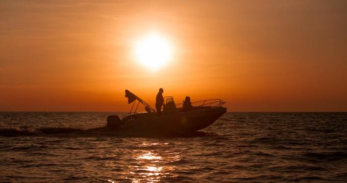 Boat rental Vrsar-Orsera cheap Bluline 19