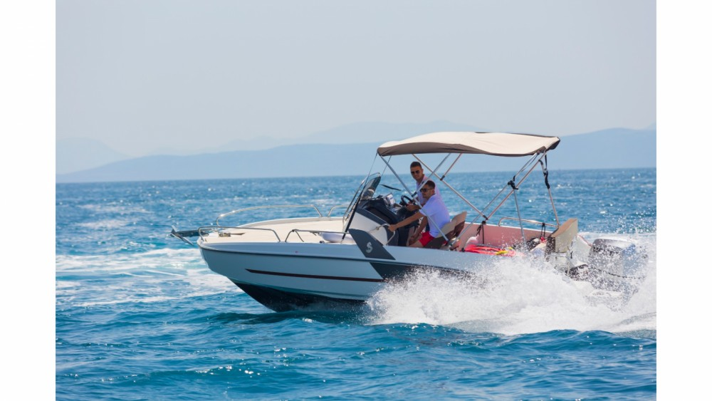 Motorboat for rent Makarska at the best price