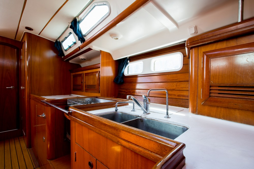 Bénéteau Oceanis 45 between personal and professional Marseille
