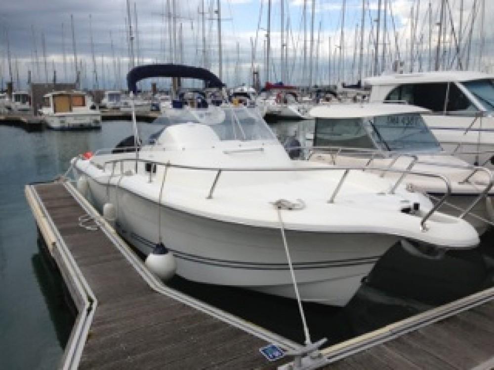 Boat rental Saint-Malo cheap White Shark 248