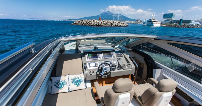 Boat rental Cranchi Cranchi 60 HT in Castellammare di Stabia on Samboat