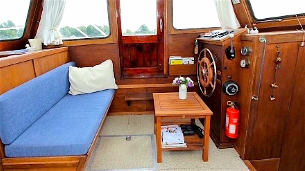 Canal boat for rent Moret-Loing-et-Orvanne at the best price