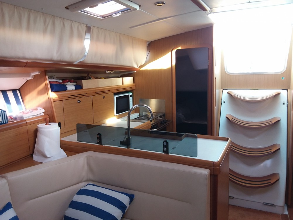 Jeanneau Sun Odyssey 42i between personal and professional Combarro