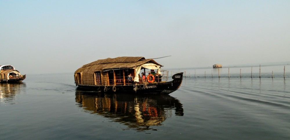 Canal boat for rent Kumarakom at the best price