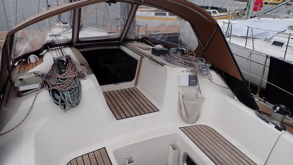 Hire Sailboat with or without skipper Jeanneau Arzal