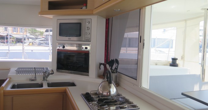 Rental yacht Marseille - Lagoon Lagoon 400 on SamBoat