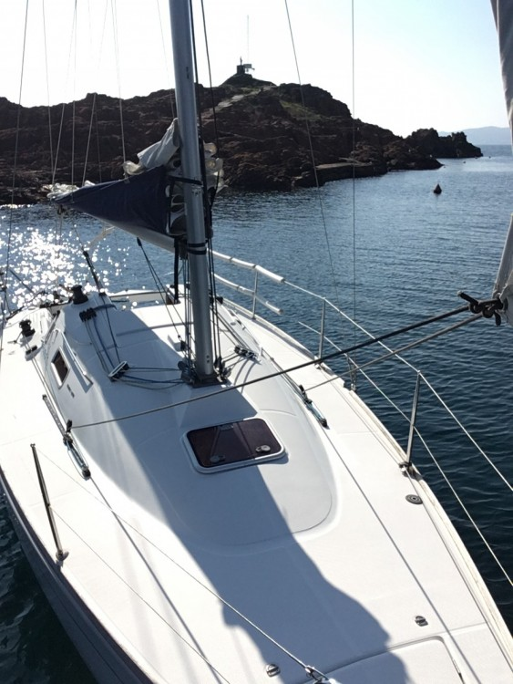 Sailboat for rent Saint-Raphaël at the best price