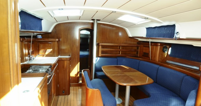 Rental yacht Carloforte - Bénéteau Oceanis 411 Celebration on SamBoat