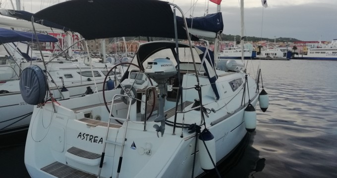 Hire Sailboat with or without skipper Jeanneau Carloforte
