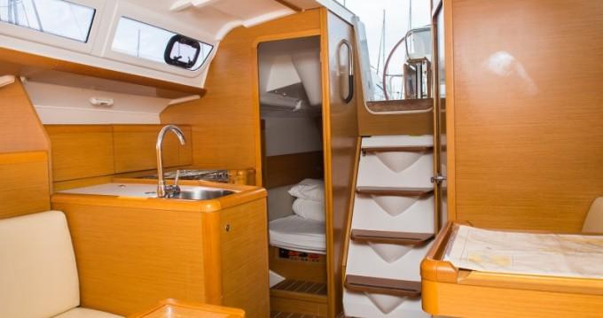 Rental Sailboat in Carloforte - Jeanneau Sun Odyssey 33.1