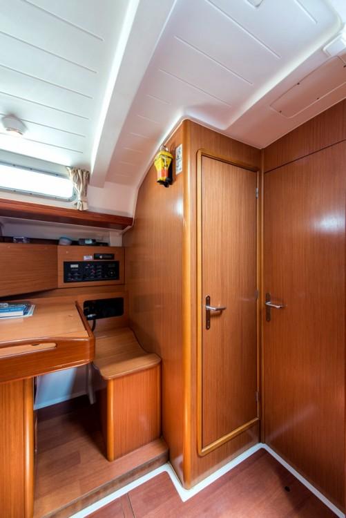 Hire Sailboat with or without skipper Bénéteau Laurium