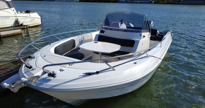 Rent a Pacific Craft Pacific Craft 670 Open Paris