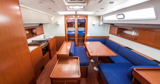 Bénéteau Oceanis 50 Family between personal and professional Lávrio