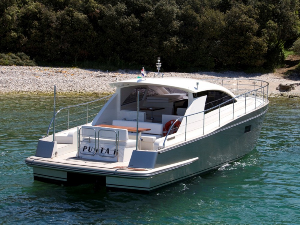 Boat rental Grad Pula cheap Cyrus 13.8 Hardtop