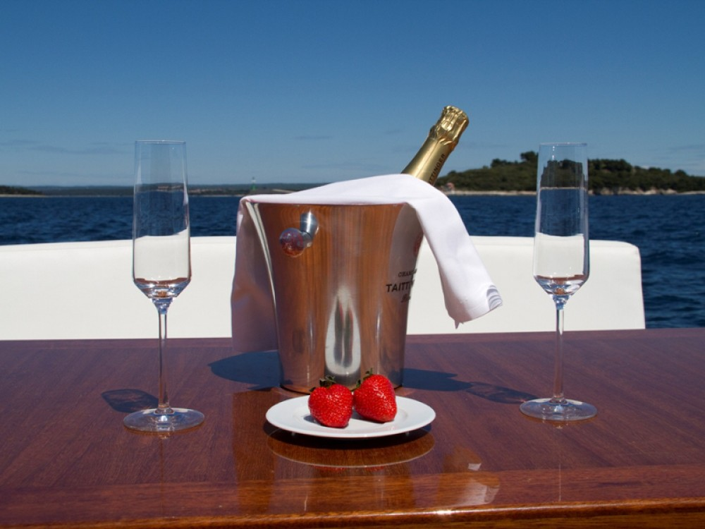 Hire Motorboat with or without skipper Cyrus Grad Pula