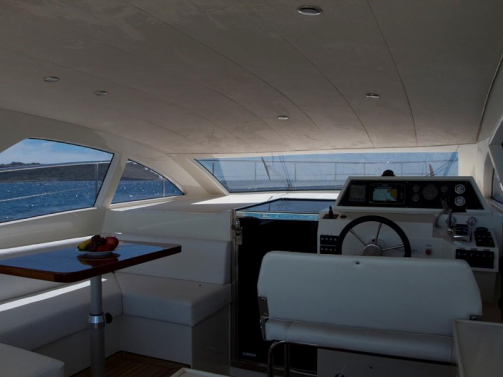 Rental Motorboat in Grad Pula - Cyrus Cyrus 13.8 Hardtop